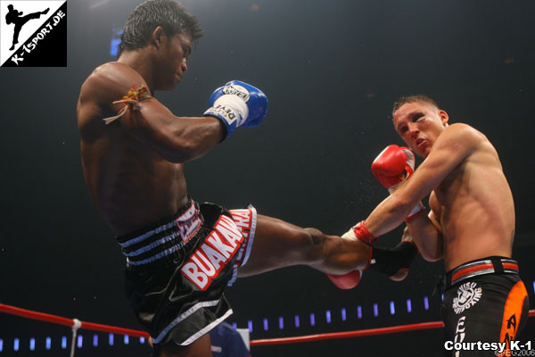 Buakaw winning his second K-1 MAX title against Souwer in 2006